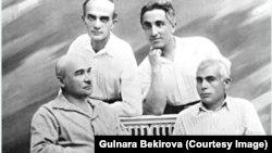 Celâl Meinov ve Asan Refatov (üst sırada soldan sağğa), Osman Aqçoqraqlı ve Üsein Bodaninskiy (alt sırada soldan sağğa)