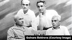 Джелял Меинов и Асан Рефатов (в верхнем ряду слева направо), Осман Акчокраклы и Усеин Боданинский (в нижнем ряду слева направо)