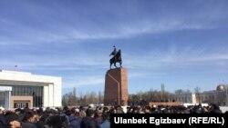 Бішкектің орталық Ала-Тоо алаңындағы саясаткер Омурбек Текебаевты қолдау акциясы. 27 ақпан 2017 жыл.