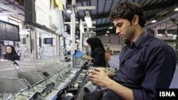 به گزارش رسانهها، بیکاری در ایران به مشکل بزرگ دولت حسن روحانی تبدیل شده است.
