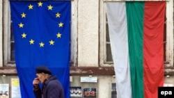 Zastave EU (levo) i Bugarske (desno)