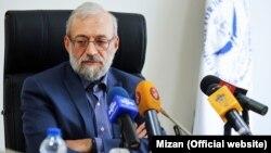 جواد لاریجانی: اگر شخصی اعلام کند من نامزد هستم، ولی نامزد پوششی هستم، اصلا چنین شخصی نامزد نیست.
