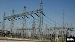 وزارت نیروی ایران همچنین اعلام کرده است مصرف برق در روز نهم ارديبهشت ماه به ۳۱ هزار و ۵۰۰ مگاوت رسيده است. بر اساس گزارش سالانه وزارت نيرو توان عملی توليد برق نيروگاه های ايران حدود ۳۴ هزار مگاوات است. (عکس از ایسنا)