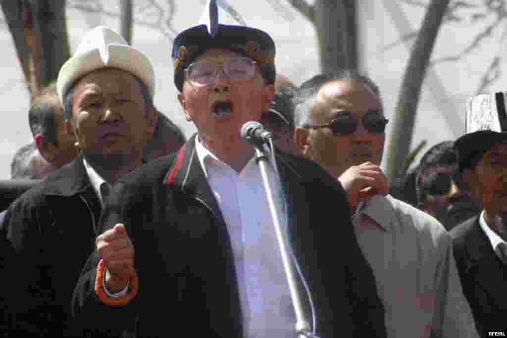 Т. Тургуналиев Кыргызстандын демократиялуу өлкө деген аброюн сактап калуу керектигин билдирди - Kyrgyzstan -- One of leaders oppositional movement Topchubek Turgunaliev speaks at a Grand Congress (Eldik Kurultay) of United Popular Movement In the Village of Arashan Near Bishkek,25april2009