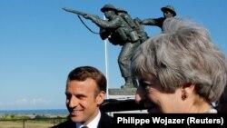 Presidenti i Francës, Emmanuel Macron, dhe kryeministrja e Britanisë së Madhe, Theresa May, gjatë ceremonisë