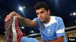 رحمان رضايی، مدافع تيم ملی ايران، آغارگر بازگشت ليوورنو به بازی شد.