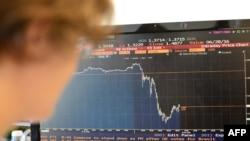 Упродовж 24 червня англійський фунт впав більш ніж на 10% відносно долара
