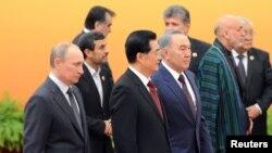 Президенты стран - участниц ШОС. Пекин, 7 июня 2012 года.