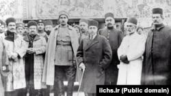 احمدشاه، رضاخان و شماری از رجال قاجار