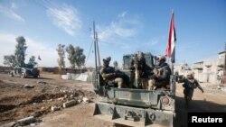 Vojska Iraka, uz pomoć avijacije, specijalnih jedinica i policije, pokrenula je ofanzivu na nekoliko predgrađa Mosula
