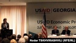 """აშშ-ის მთავრობა საქართველოში იწყებს """"ეკონომიკური აღმავლობის ინიციატივის"""" განხორციელებას. თბილისი, 2011 წლის 13 მაისი."""