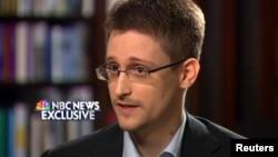 АҚШ Ұлттық қауіпсіздік агенттігінің бұрынғы қызметкері Эдвард Сноуден америкалық телеарнадан сөйлеп тұр. Мәскеу, 28 мамыр 2014 жыл.