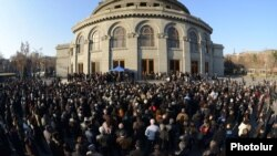 Armenia - Opposition leader Raffi Hovannisian holds a rally on Freedom Square in Yerevan, 8Mar2013.