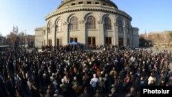 На площади Свободы в Ереване не стихают митинги оппозиции