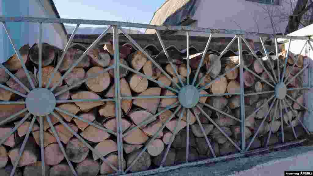 Жители Соколиного топят в основном дровами