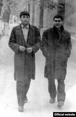 Şahyr Gurbannazar Ezizow we kompozitor Nury Halmämmedow.