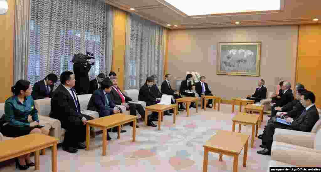Президент КР Атамбаев встретился со спикером Палаты представителей парламента Японии Бунмэй Ибуки