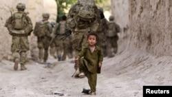Солдати американської армії патрулюють вулиці афганського містечка
