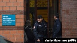 Полиция в штабе Навального в Москве. Архивное фото
