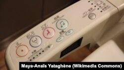 Японский туалет, относительно простая и понятная иностранцам модель