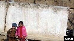 2008 йил давомида Тожикистонда қашшоқ оилалар фарзандларига нарсоний динини ноқонуний тарзда тарғибот қилгани учун олтита халқаро ташкилот фаолияти тўхтатилди.