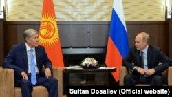 Алмазбек Атамбаев жана Владимир Путин Сочиде жолуккан учур. 14-сентябрь, 2017-жыл.