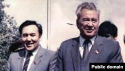 Первый секретарь ЦК Компартии Казахстана Динмухамед Кунаев (справа) и председатель Совета министров Казахской ССР Нурсултан Назарбаев.