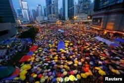 Пратэстоўцы на вуліцах Ганконгу – парасоны дэманстрантаў ужо сталі сымбалям дэмакратыі