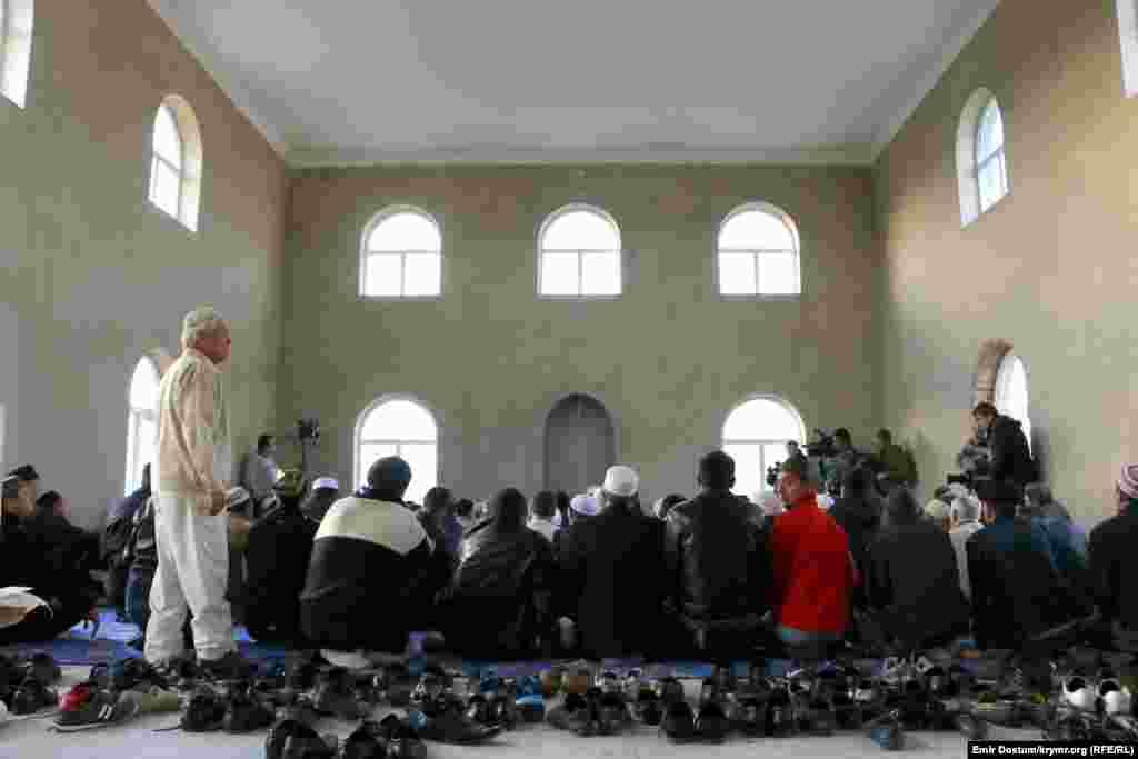 Bayram namazında 100 adam iştirak etti