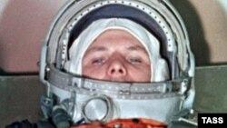 Первый космонавт Земли Юрий Гагарин. Архивное фото