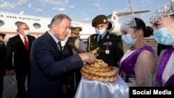 Министр национальной обороны Турции Хулуси Акар. Бишкек. 28 июня 2021 года.