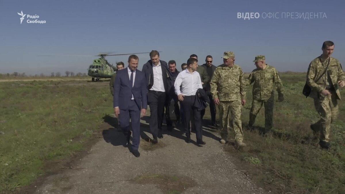 Зеленский на Донбассе поздравил украинских военных с Днем защитника Украины – видео