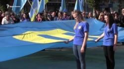 В Херсоне провели траурный митинг в 73-ю годовщину депортации крымских татар (видео)
