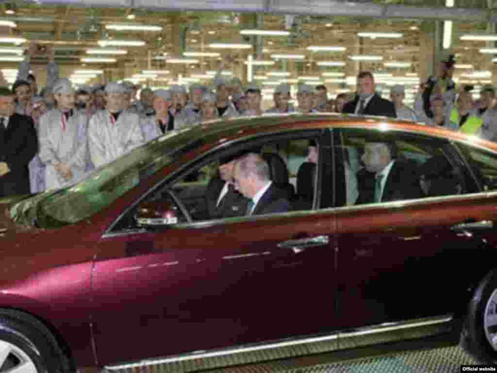Владимир Путин открыл завод японского автоконцерна Nissan в Санкт-Петербурге