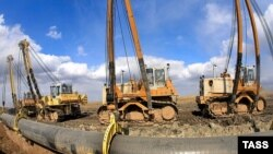 Орталық Азиядан Қытайға тартылып жатқан газ құбыры құрлысының Қазақстандағы бөлігінде. 17 сәуір 2007 жыл.