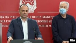Архива - Прес-конференција: министерот за здравство Венко Филипче и претседателот на Комисијата за заразни болести Жарко Караџовски.