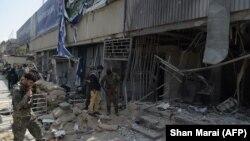 Кабул орталығындағы банк бөлімшесі алдында болған жарылыстан кейінгі сәт. Ауғанстан, 29 тамыз 2017 жыл.