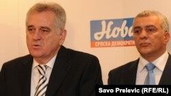 Tadašnji lider SNS-a Tomislav Nikolić sa liderom SNP-a Andrijom Mandićem u Podgorici, novembar 2011.