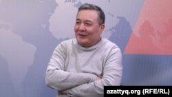 Саясаттанушы Дос Көшім AzattyqLive хабарында отыр. Алматы. 29 желтоқсан, 2017 жыл.