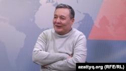Дос Кошим в студии Азаттыка.