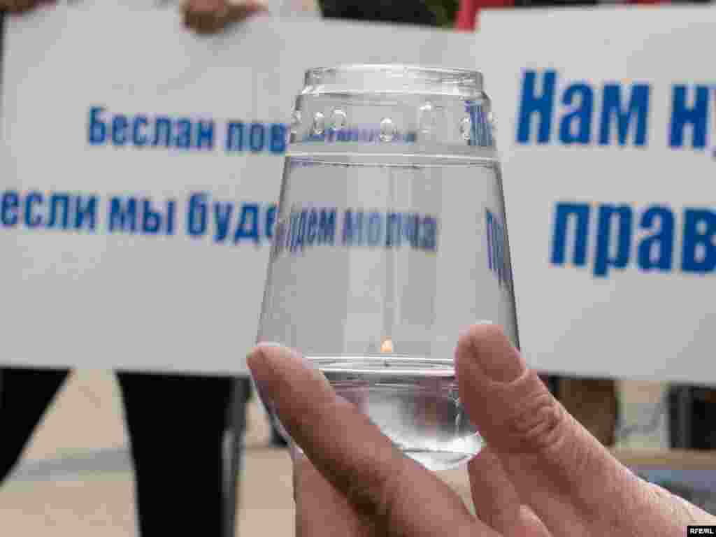 Russia -- memorial meeting of Beslan tragedy victims (terrorists school attack), Moscow, 03Sep2008