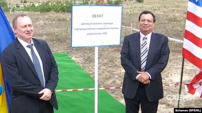 Локомотивом реалізації проєкту будівництва такого сховища був Юрій Недашковський, який очолив «Енергоатом» у 2014 році