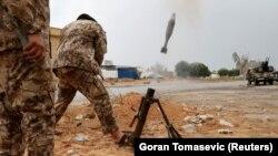 Războiul civil de după moartea lui Muammar Gaddafi este cel de-al doilea cu care Libia se confruntă în ultimul deceniu. Primul a avut loc în 2011 și a dus la răsturnarea regimului dictatorului libian.