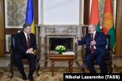 Президент України Петро Порошенко і президент Білорусі Олександр Лукашенко