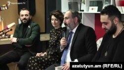 Премьер-министр Никол Пашинян во время обсуждения его книги «Обратная сторона страны», Ереван, 16 февраля 2019 г.