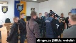 Кількох поліцейських Павлограда, включно з начальником відділку, підозрюють в тому, що вони «задля підвищення показників у роботі поліціїзмушували громадян вчиняти злочини»