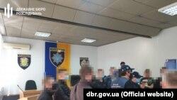 Кількох поліцейських Павлограда, включно з начальником відділку, підозрюють в тому, що вони «задля підвищення показників у роботі поліції змушували громадян вчиняти злочини»