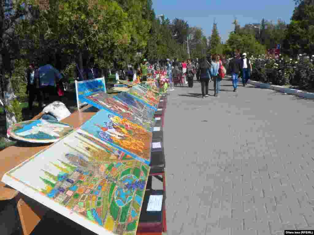 Выставка художников на юбилее узбекского культурного центра.
