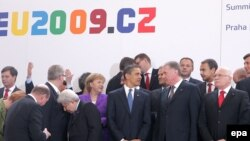 Фотографија на лидерите на ЕУ и американскиот претседател Барак Обама