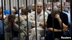 Українці, звинувачені в співпраці з режимом Каддафі, в залі суду в Тріполі, 10 квітня 2013 року
